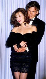 جنیفر گری و پاتریک سویزی در اسکار ۱۹۸۸. آنها با هم جایزه اسکار بهترین موسیقی متن را به فیلم آخرین امپراطور دادند.