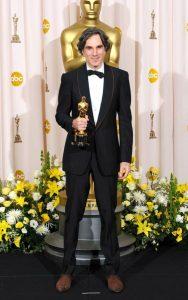 دانیل دیلوئیس برای فیلم خون به پا خواهد شد برنده اسکار بهترین هنرپیشه مرد شد.