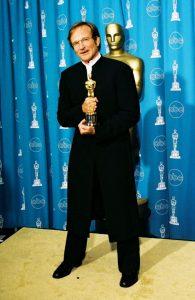رابین ویلیامز پیشتر برای فیلم ویل هانتینگ خوب برنده اسکار شد. او به جای لباس مرسوم در اسکار، کت و شلوار معروف به جادپور پوشید.
