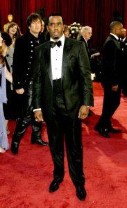 مجلههای مد لباس شان کامز (دیدی) را تحسین و تمجید کردند و او را خوشلباسترین مرد مراسم نامیدند.
